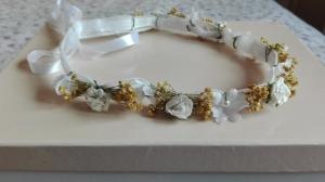 corona arpillera blanca y flores secas
