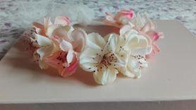 corona beige y rosas tela y secas