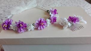 corona flores blancas y lilas y peineta a juego