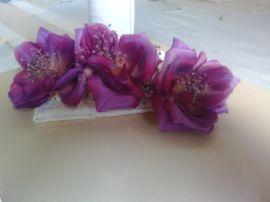 pasador flores moradas