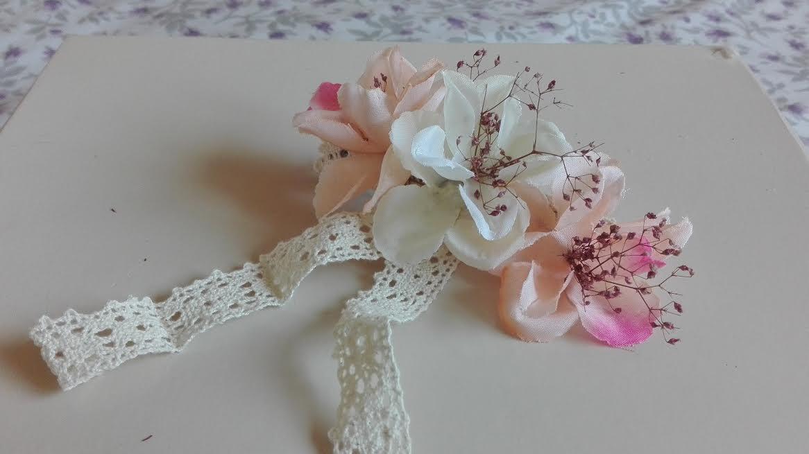 pasador flores con encaje