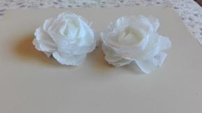pasadores blancos de flores con encaje